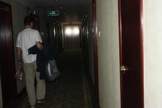 Barony Tarim Petroleum Hotel: Hallway in the daytime.