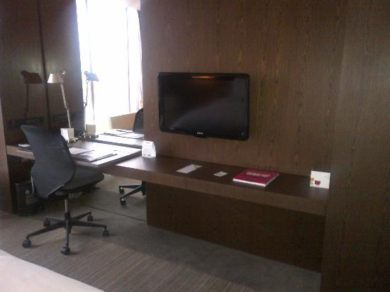 The Westin Santa Fe Mexico City: Room Desk
