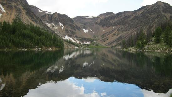 Cathedral Lakes Lodge: view of hiking area