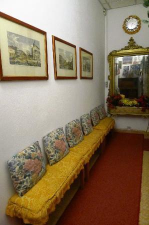 Alloggi alla Scala: hallway