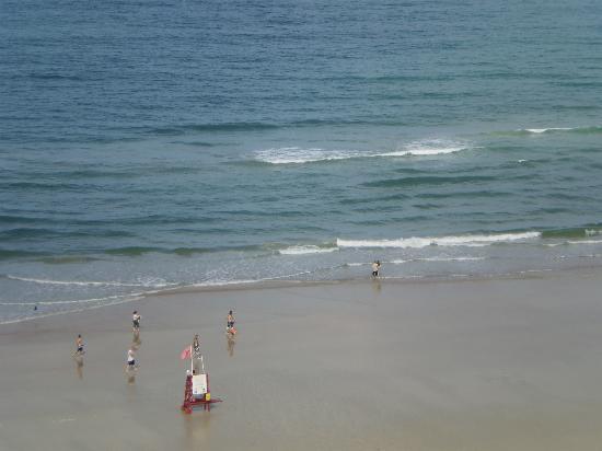 Wyndham Ocean Walk: Beach