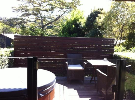 سبايسرز تماريند ريتريت: private deck with hot cedar tub... beautiful. 