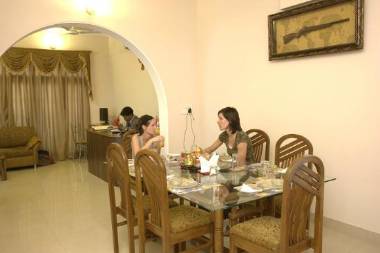 Taj Home Stay: Dinning area