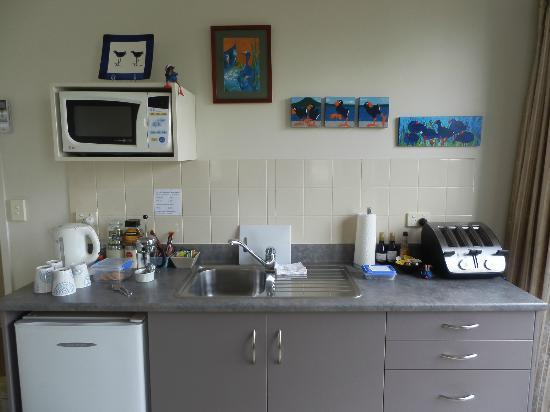 Parkhill Fine Accomodation: Guest lounge mini kitchenette