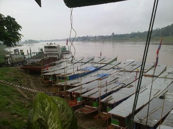 Riverside Houay Xai: The Mekong River boats just below the hotel.