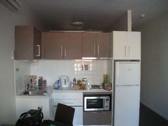 Miller Apartments Adelaide : Kitchen