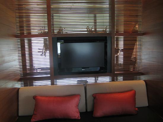 Le Meridien Bora Bora: Living area/TV
