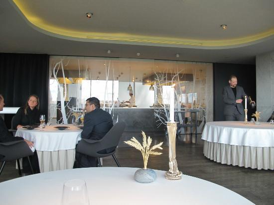 Geranium: Dining room