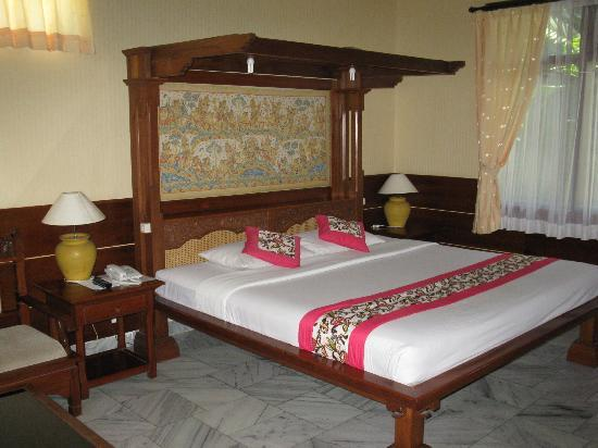 Melasti Legian Beach Resort & Spa: King Bed