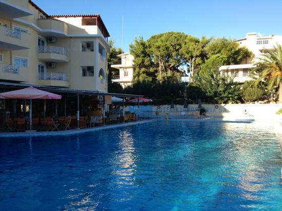 Koukounaria Hotel: pool bar