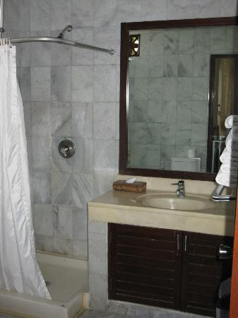 Melasti Legian Beach Resort & Spa : Bathroom