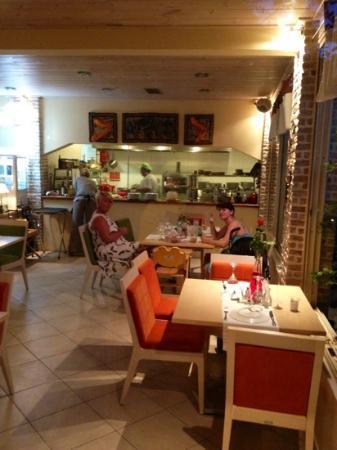 Koukounaria Hotel: friends inside Lino's Bistro