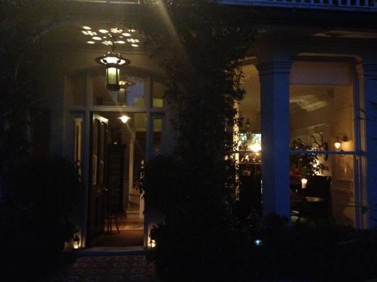 Wingrove House: At night