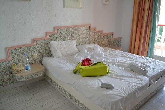 Le Marabout Hotel: bed