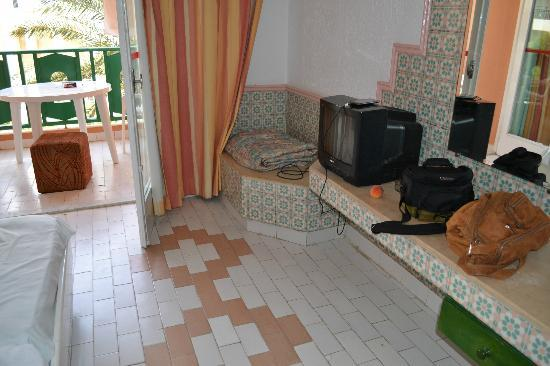 Le Marabout Hotel: an old tv
