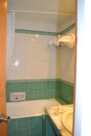 Le Marabout Hotel: bathroom