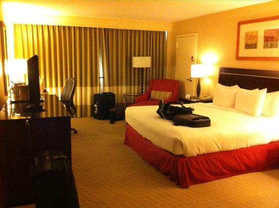 Hilton Tampa Airport Westshore: Bedroom - Kingsize bed