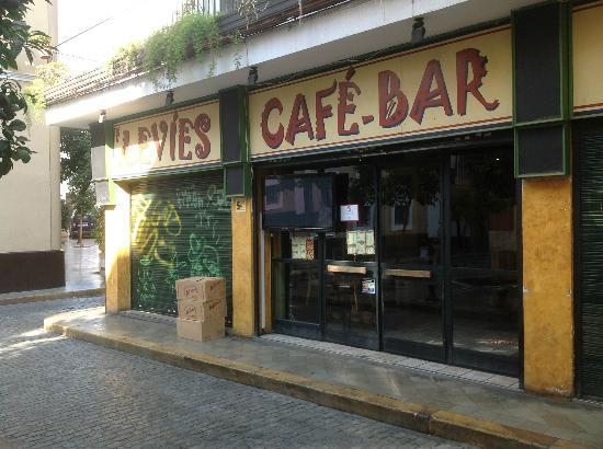 Levies Cafe-Bar : Front of cafe (not peak time!)
