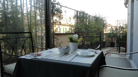The Opera Hotel: Terrace breakfast