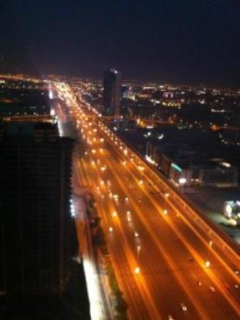 ‪فندق فرازر سويتس: Sheikh Zayed Road View