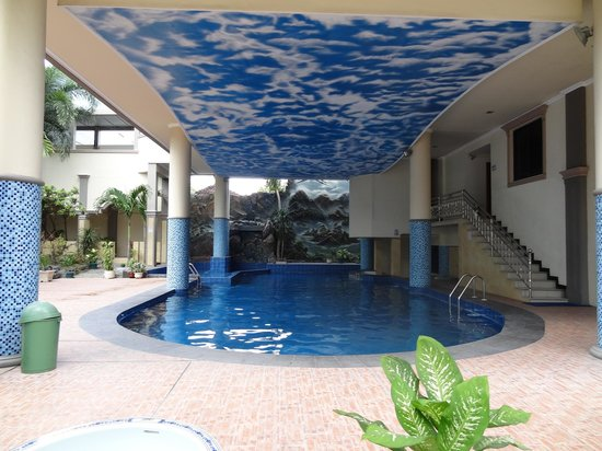Rama Garden Hotel: Decend sized pool, better cleaning needed.