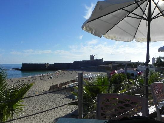 Luar da Barra: Nice view but the esplanade needs to be updated