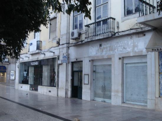 Alojamento Local Santo Tirso: ロシオ広場に面している入口