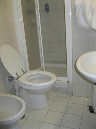 Hotel Giada: bathroom