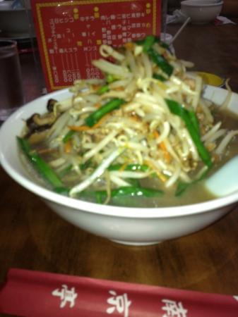 Nankintei : モヤシの山を食べないと麺は食べれない