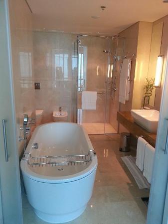 Hilton Doha: T&B