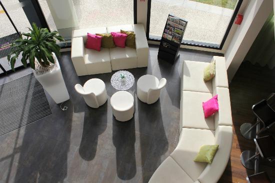 Ibis Styles Compiegne: Hotel reading area