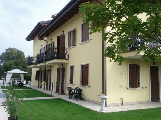 Residenza La Ricciolina: Vista laterale della splendida residenza