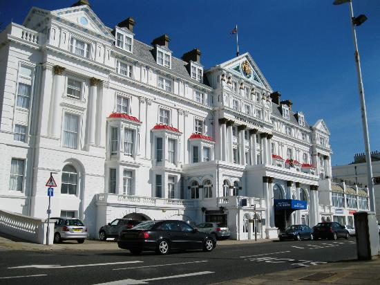 BEST WESTERN Royal Victoria Hotel: Sea-front view