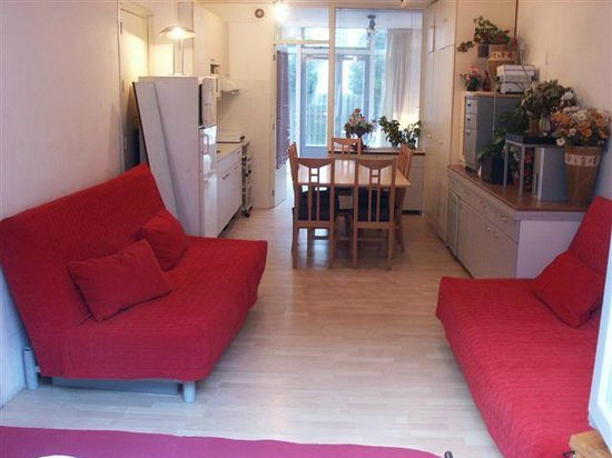 European Apartments Reservations : we got 3 sofabeds + 1 doublebed, 1 kitchen, 1 shower, 1 toilet