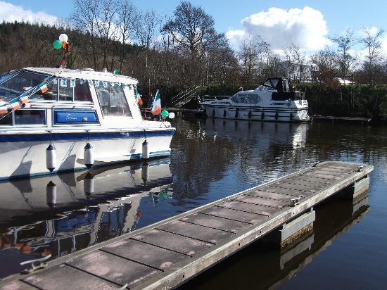 Battlebridge Caravan & Camping Park: Where the boats docked. Less then min walk from where I slept