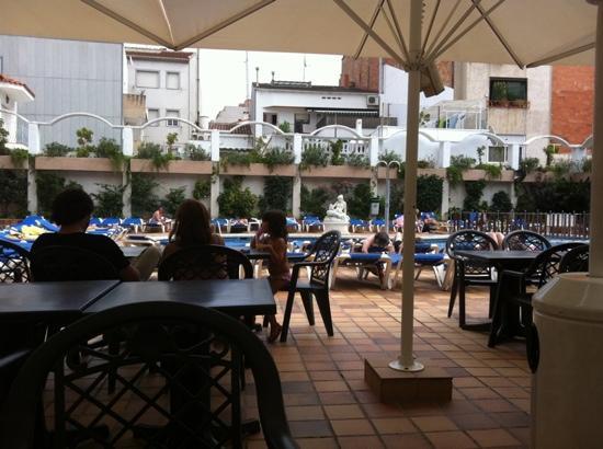 Aparthotel Miami Park : at the pool