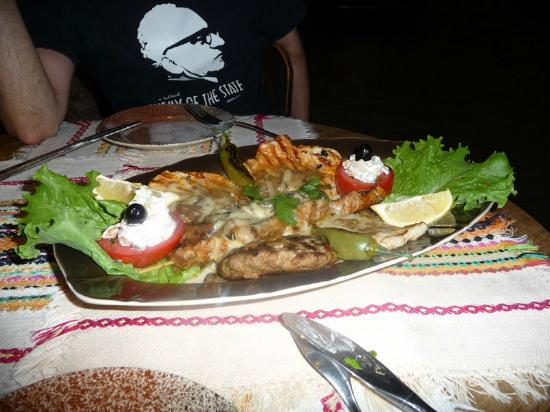 Hotel Gurko : Mixed grilled plate in restaurant
