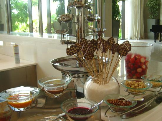 The St. Regis Saadiyat Island Resort : buffet