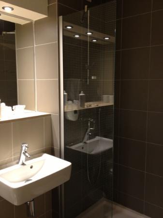 Premiere Classe Roissy - Saint Witz : la salle de bain