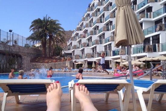 Hotel Revoli: Leo jumping in the pool during aqua aerobics! Brilliant!