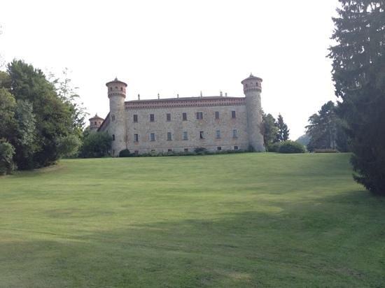 Castello da favola - Picture of Castello di Rezzanello ...