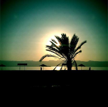 Bedouin Garden Village : Sunset on South beach, Aqaba - 300m from the resort