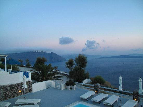 Oia Suites: View at Fira