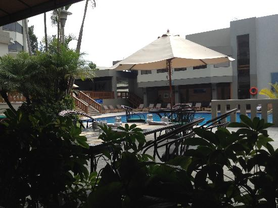Barcelo Guatemala City : View of the pool from the restaurant.