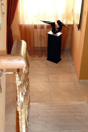 Отель Mabre Residence: le scale per accedere alle stanze