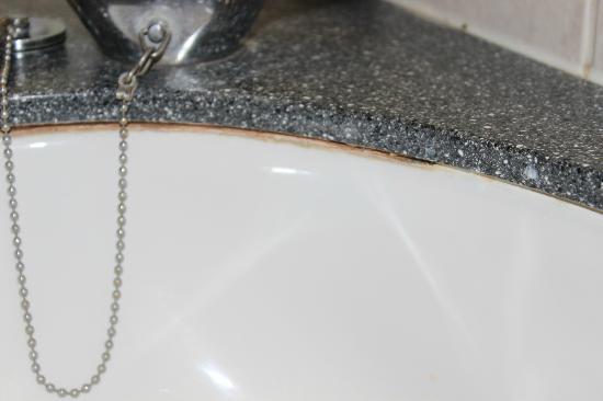 DoubleTree by Hilton London Ealing: wash basin