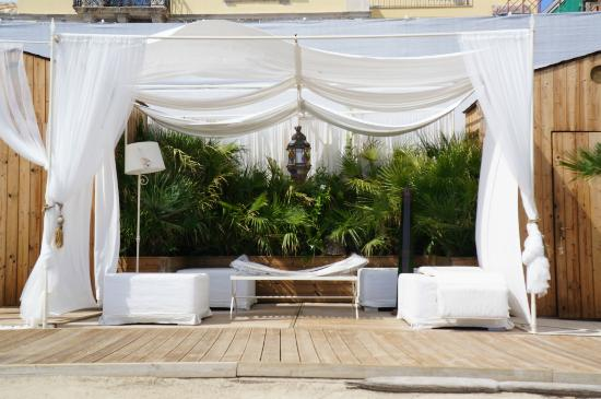 Musciara Siracusa Resort: Lounge at the beach