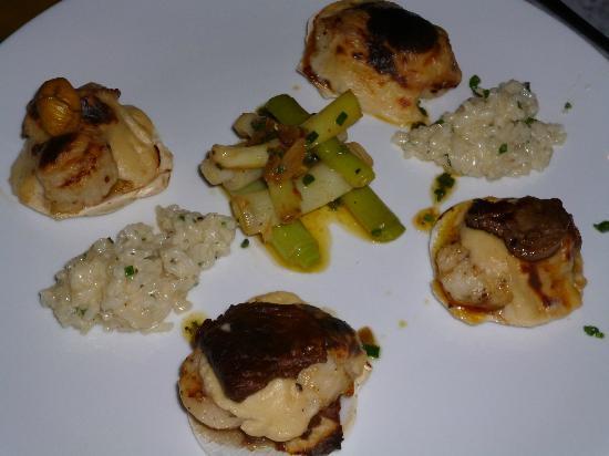 Living Room: Main Course - Scallops w Risotto & truffle