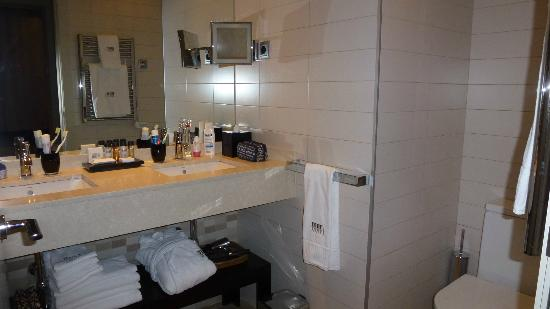 Hotel Murmuri Barcelona: En suite bathroom