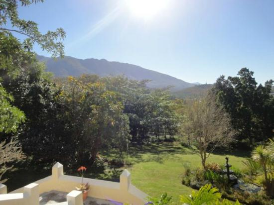 Braeside Guest House: Sunny end